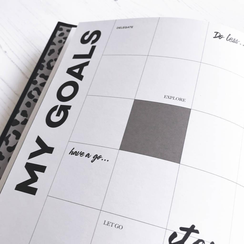 original_undated-week-to-view-planner-pencil-gift-set (2)