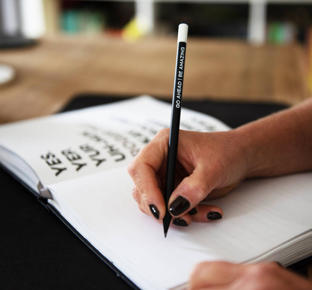 original_undated-week-to-view-planner-pencil-gift-set (8)